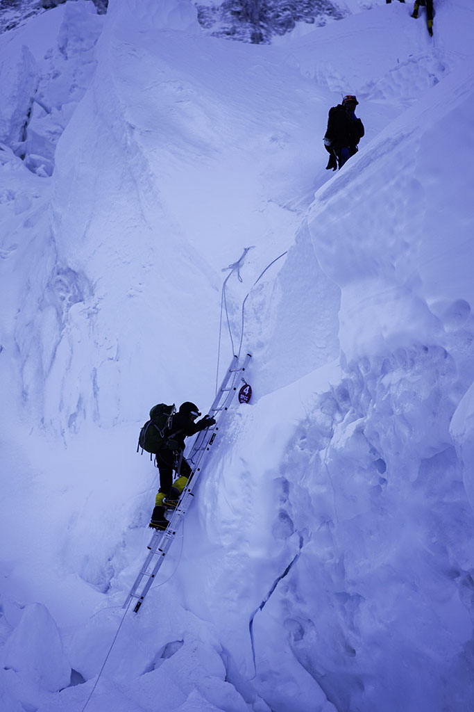 2.-Learn-frorm-Others-Khumbu-Icefall-Vertical-Ladder