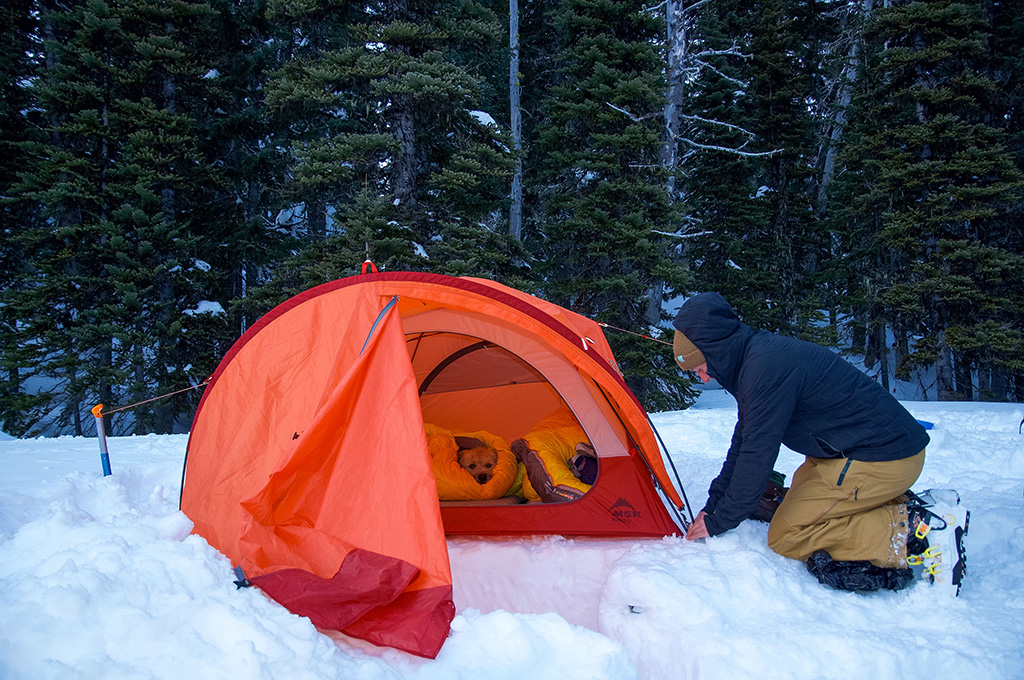 https://www.thermarest.com/blog/wp-content/uploads/2019/01/snow-camping-1.jpg