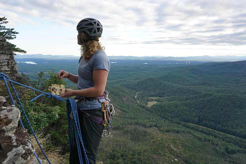 eating from eco-friendly food storage while climbing