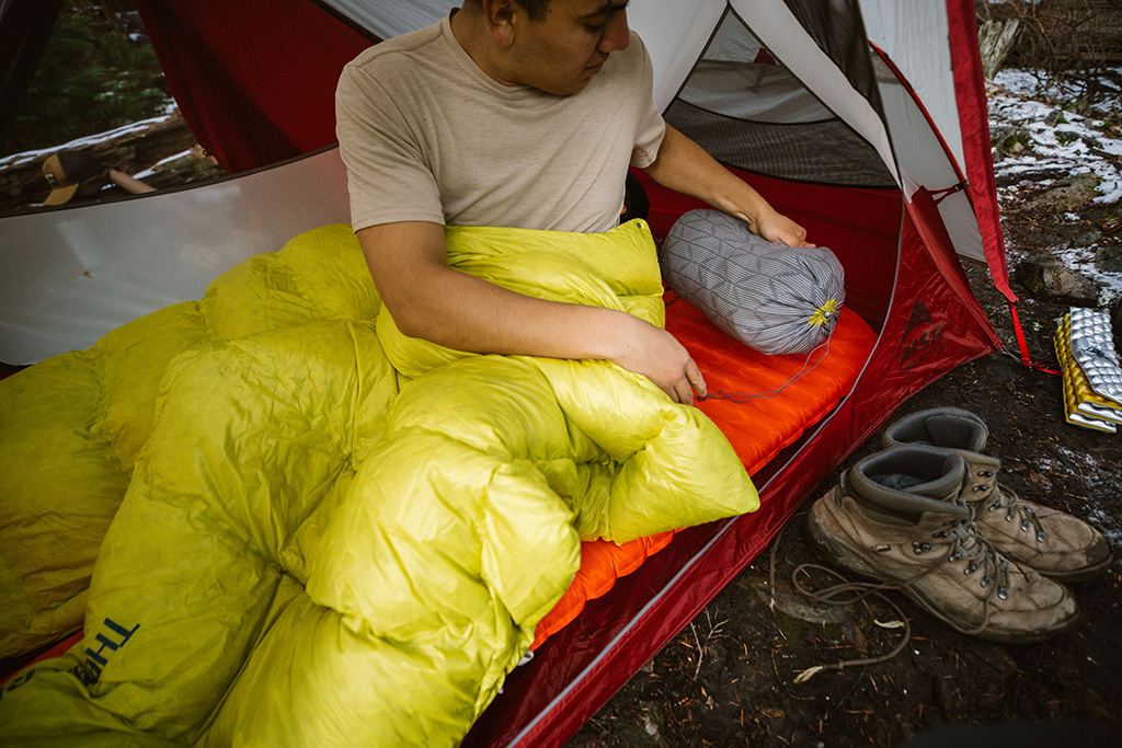 sleep system with quilt and stuff sack pillow